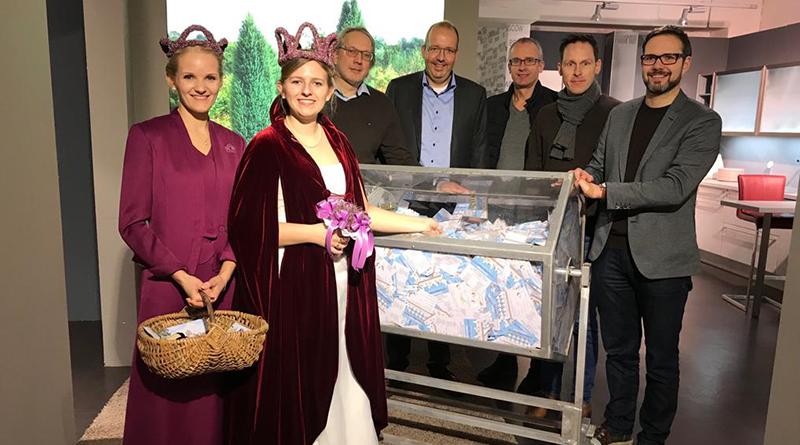 Schneverdingen-Handels-und-Gewerbeverein-Weihnachtsgewinnspiel-Ehrendame-Karen-Heidekönigin-Sarah-Marian-Groß-Heiko-Brümmerhoff-Jörg-Tillessen-Björn-Dehning-Timo-Balke
